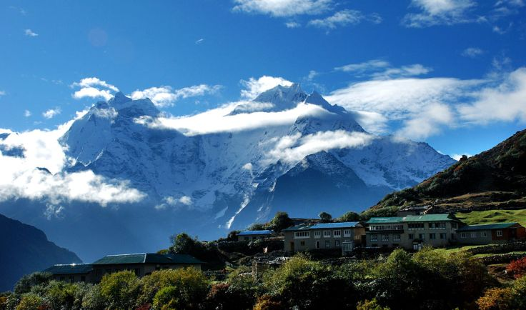 dole_village_and_mt_thamserku_at_the_background
